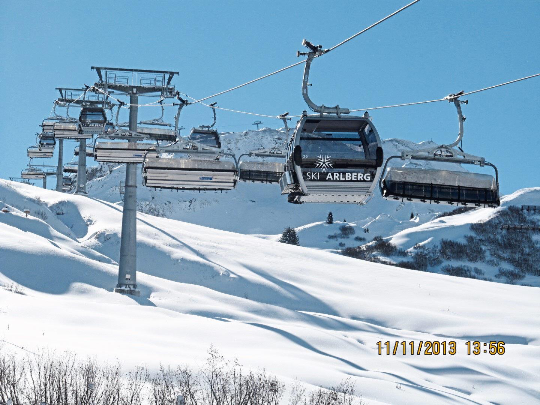 Die Skigebietsverbindung Lech-Schröcken ist nach 40 Jahren mit dem 10 EUB Auenfeldjet (endlich) gelungen.