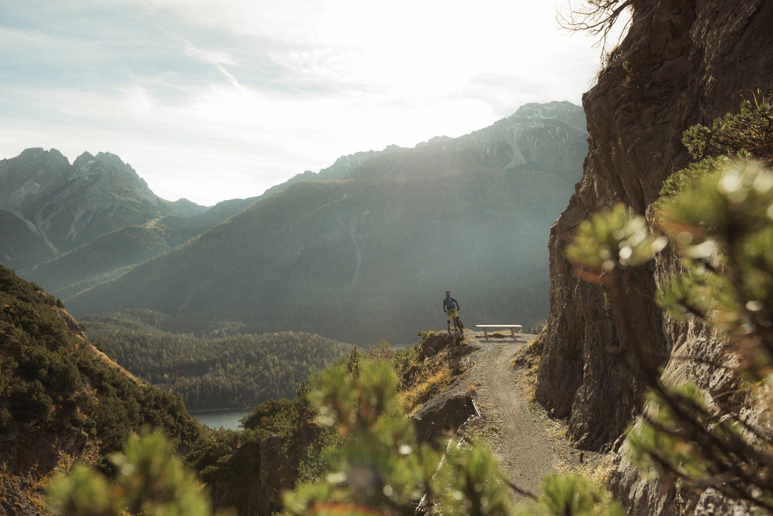 Für alle Bikefans locken Downhill-Fahrten und Biketouren.